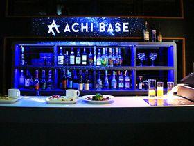 星空バーの卓上で星が生まれる、長野県阿智村のACHI BASE