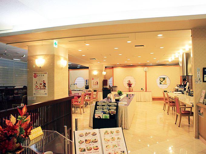 新ロイヤルホテル四万十のレストランと便利な立地