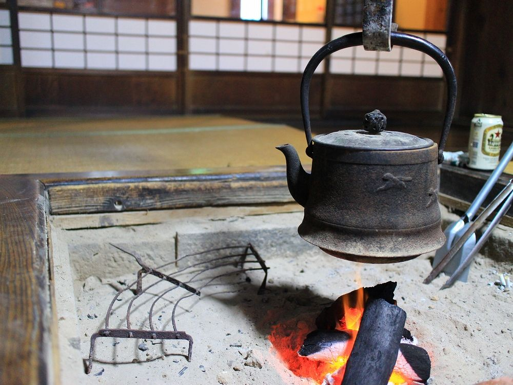 囲炉裏に竈で古民家生活体験!