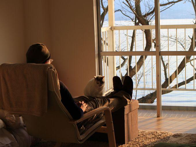 民泊のお部屋で海の見える景色に感激!