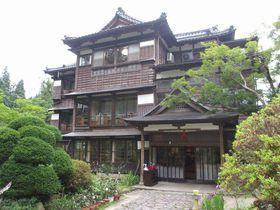 文化財にも登録!風情豊かな宿「嵐渓荘」新潟の秘湯は塩の温泉