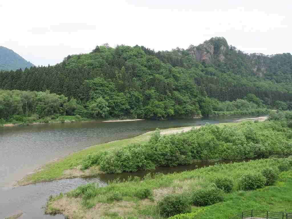 展望室からみえる「阿賀野川」と「麒麟山」