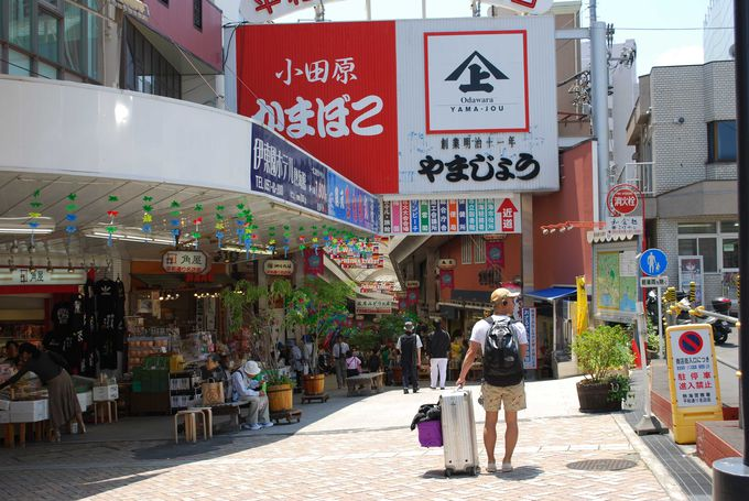 レトロなお店がたくさん残る街並みで昭和にタイムスリップ!?