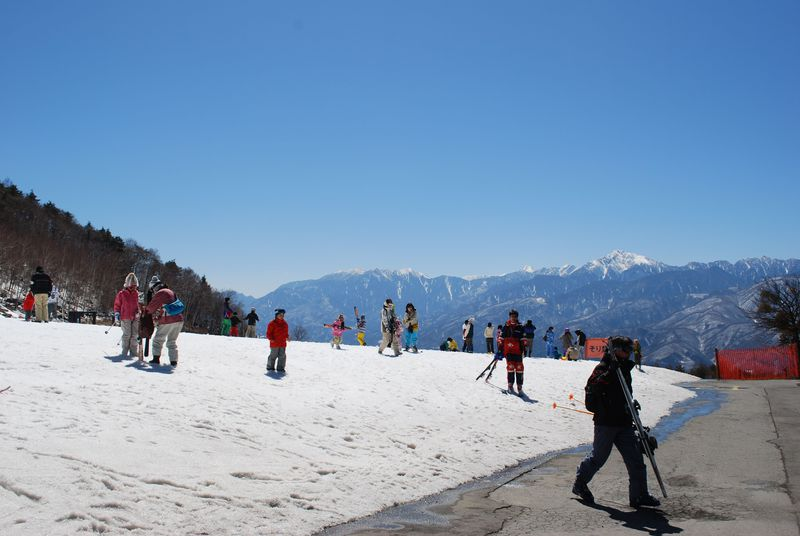 手打ち蕎麦に源泉100%の温泉も!「富士見高原スキー場」
