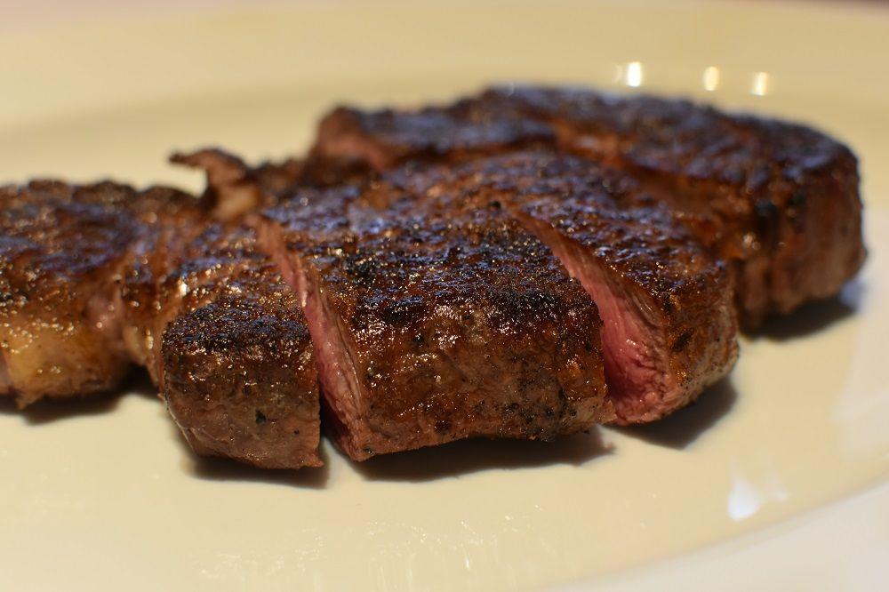 21日間熟成した肉のステーキを味わうなら「ペアステーキコース」がおススメ