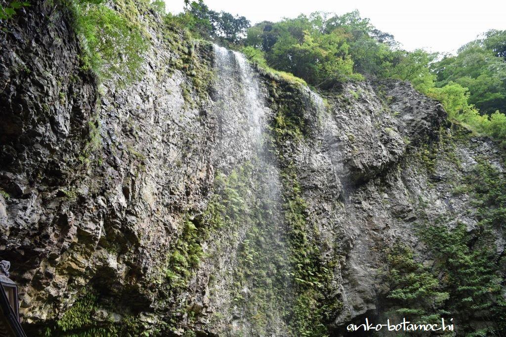 日本の滝百選、全国名水百選にも選ばれた「壇鏡の滝」