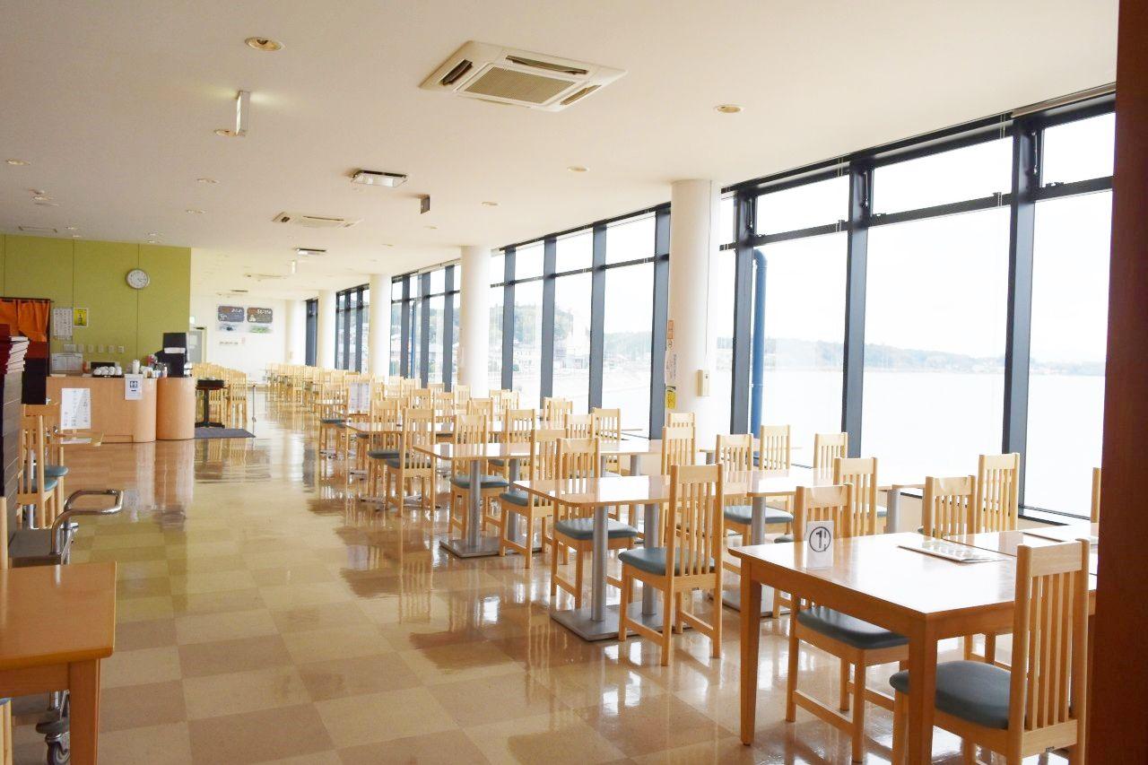 ガラス一面に広がる美しい「宍道湖」が見渡せるパノラマレストラン
