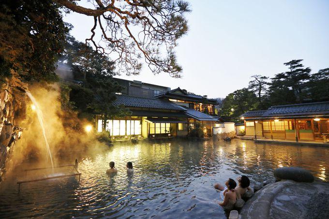 巨大な露天風呂は家族・カップル・友達同士の旅行などオールマイティー!