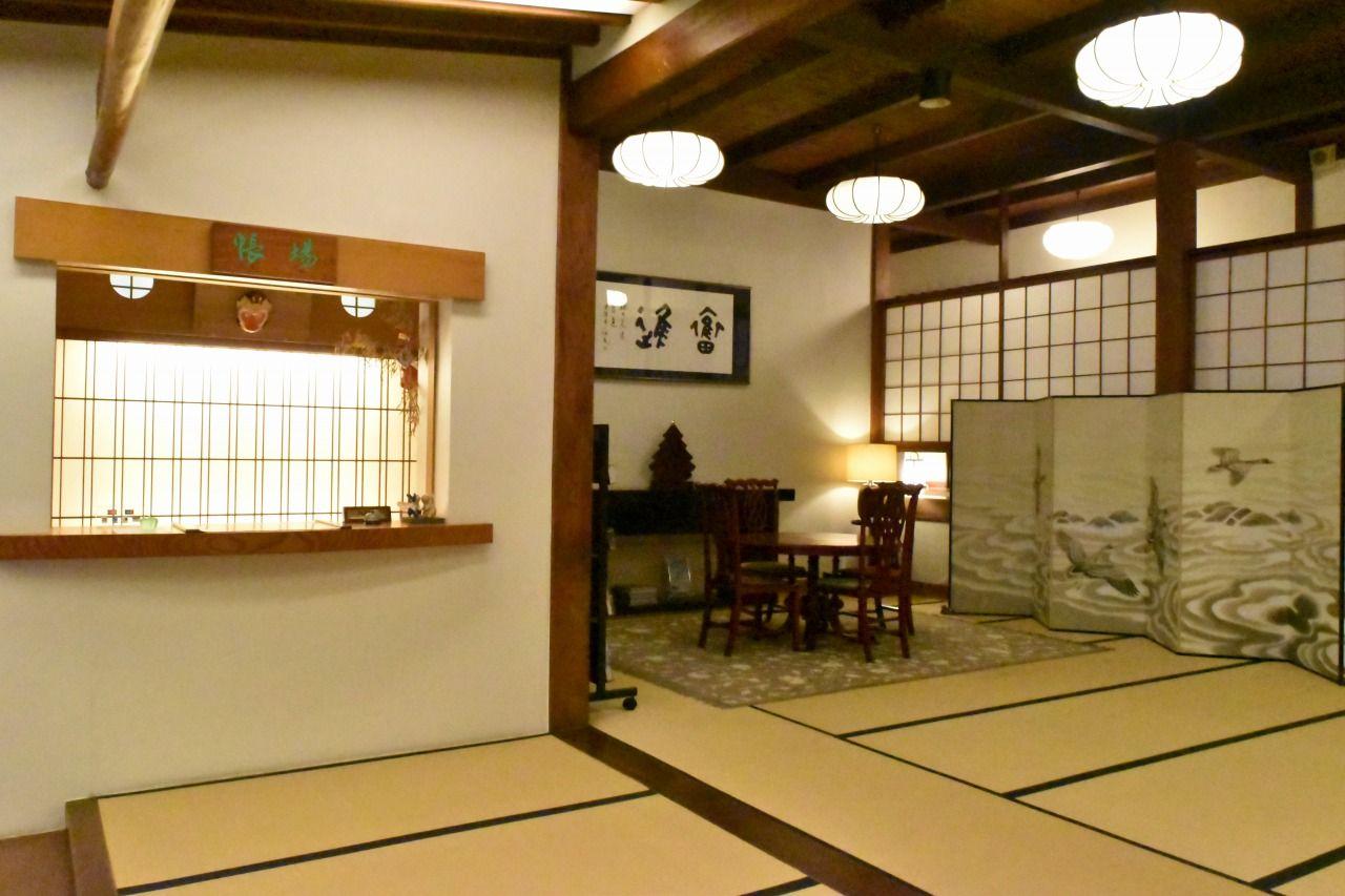滋賀・彦根の老舗料亭旅館「やす井」で古美術品と湖国の美食を愉しむ