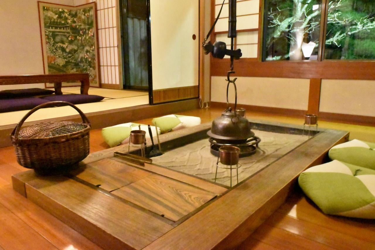 滋賀県・老舗料亭旅館「やす井」で古美術品と湖国の美食を愉しむ旅