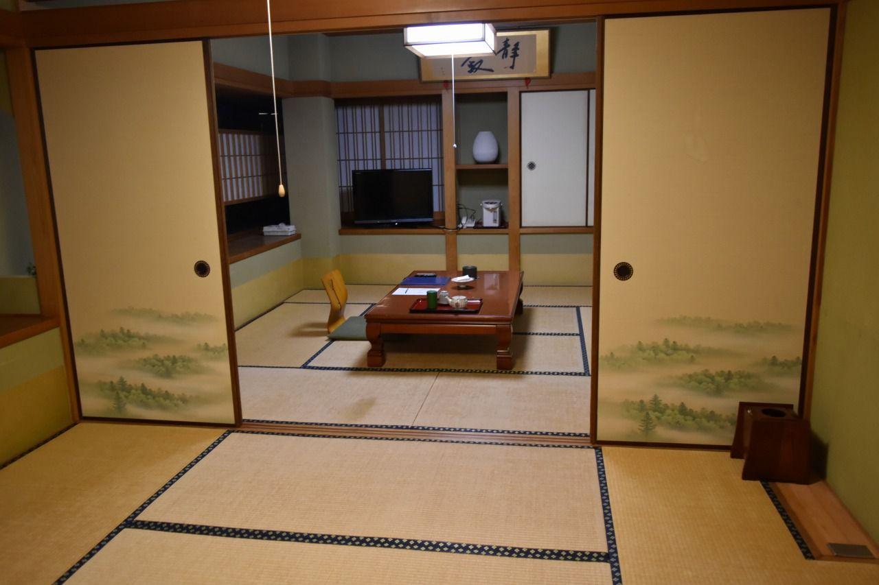 落ち着きのある和室でくつろぎの時間を過ごす