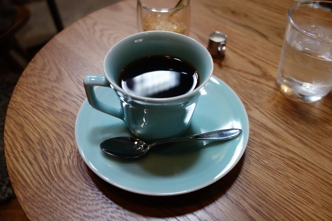 作品を鑑賞後、近くに新しくできたカフェで美しい器でいただくコーヒーはいかが?