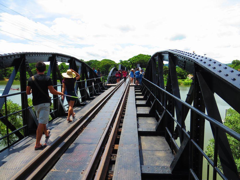 クウェー川にかかる橋の様子