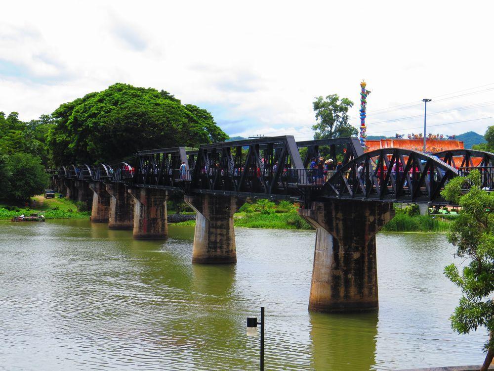 クウェー川にかかる橋