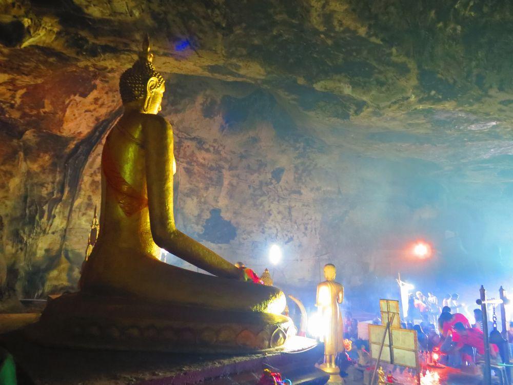 クラサエ洞窟(Tham Kra Sae Cave)
