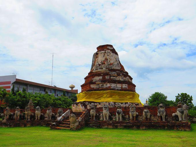 仏塔(Main Pagoda)と獅子(Singha)について