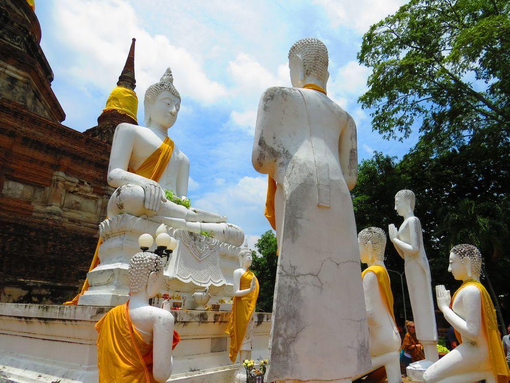 高い仏塔と真っ白な涅槃仏!アユタヤ「ワット・ヤイ・チャイ・モンコン」は人気の観光スポット