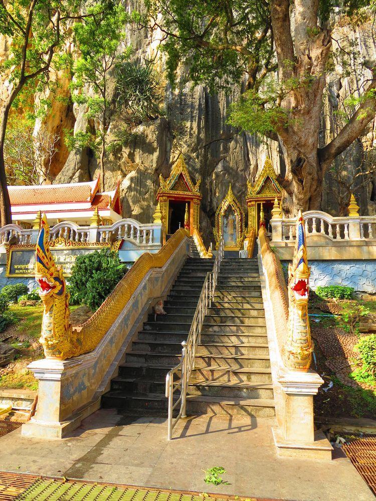 カオ・ヨイ洞窟寺院(Tham Khao Yoi)とは