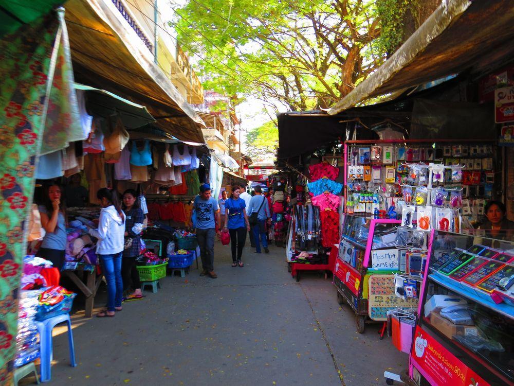 国境近くのマーケットはとても安い