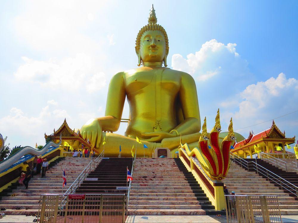 ワット・ムアン(Wat Muang)とは