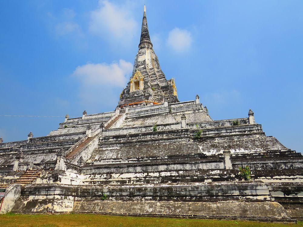 アユタヤの巨大な仏塔!白くて珍しい「ワット・プーカオ・トーン」