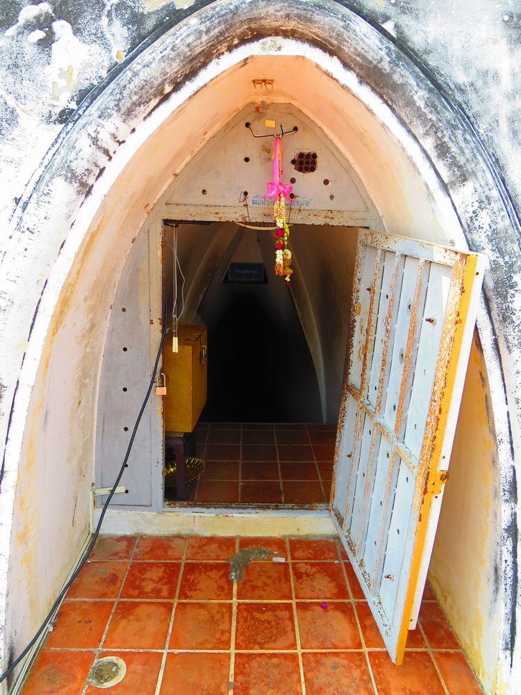 塔の内部にある貴重な仏像