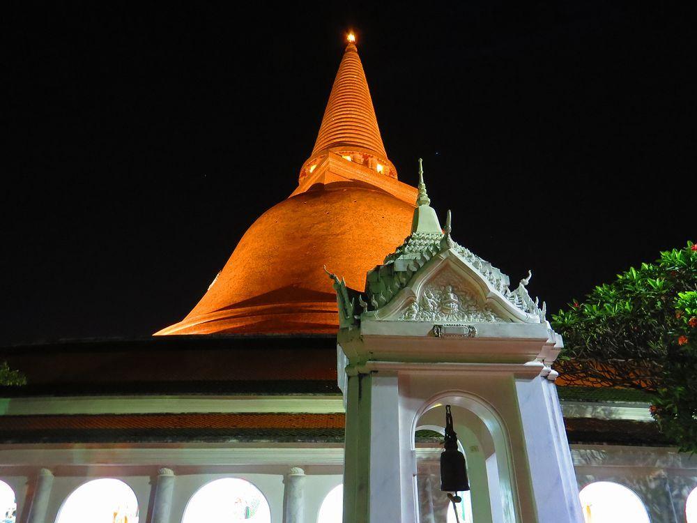 タイで最も高い仏塔!ナコン・パトム県「プラ・パトム・チェディ」