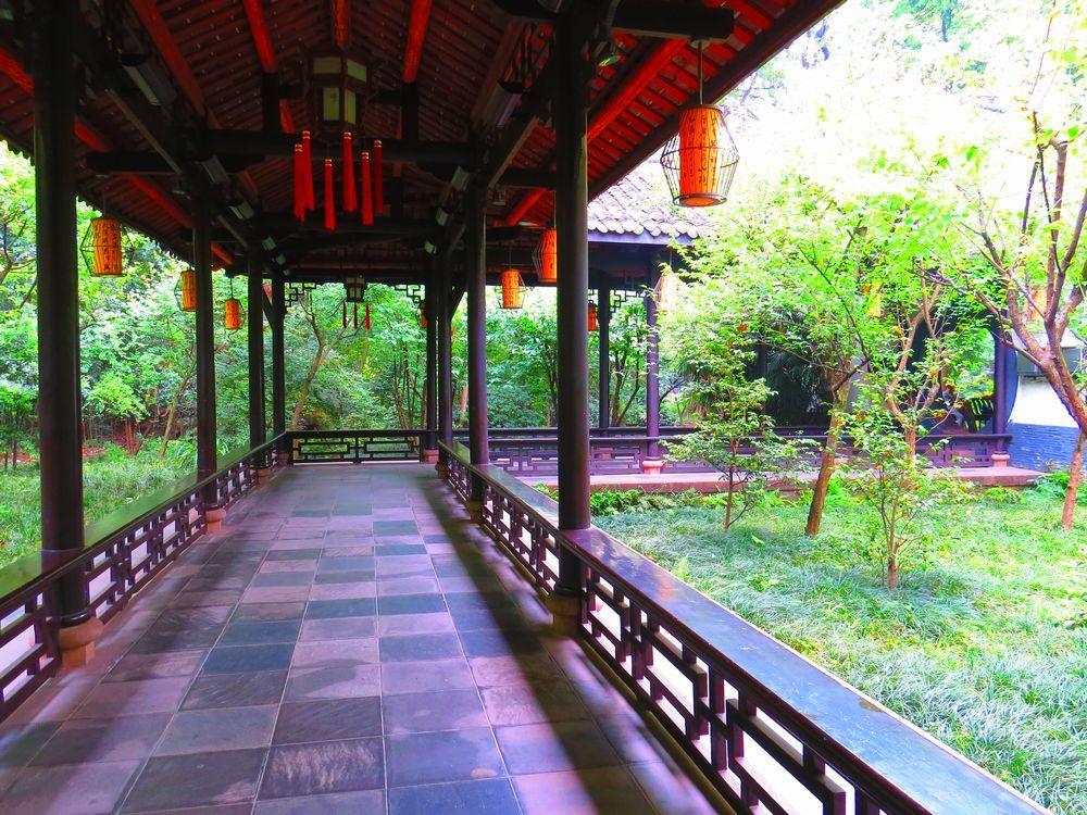 詩聖・杜甫が暮らした四川省成都「杜甫草堂」は、千二百年の長い歴史を持つ緑豊かな場所