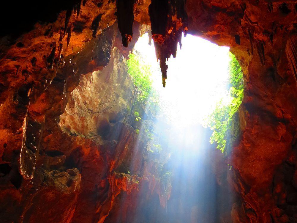 タイ「カオ・ルアン洞窟」は天の光が仏像を照らすペッチャブリNo1の観光地!