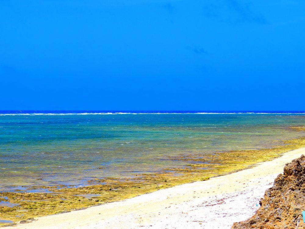 神が降りた島で、古い歴史と絶景の海を訪ねよう[久高島]