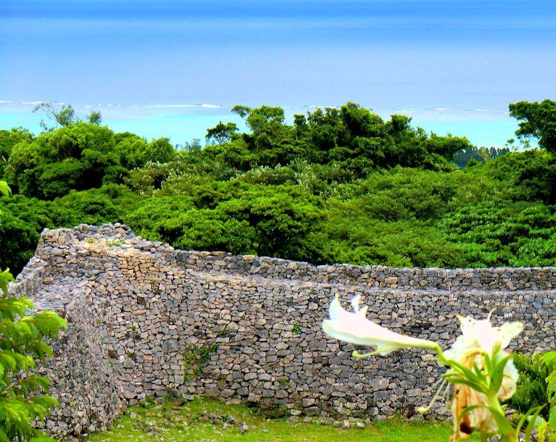 琉球王国成立以前の遺構を残す「今帰仁城」は絶好のビューポイント