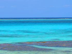隆起サンゴ礁で出来た沖縄・伊良部島!その美しき海と見所|沖縄県|トラベルjp<たびねす>