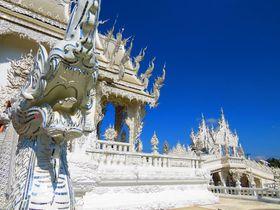 タイの型破りな寺ワットロンクン(ホワイトテンプル)が放つ純白の光!