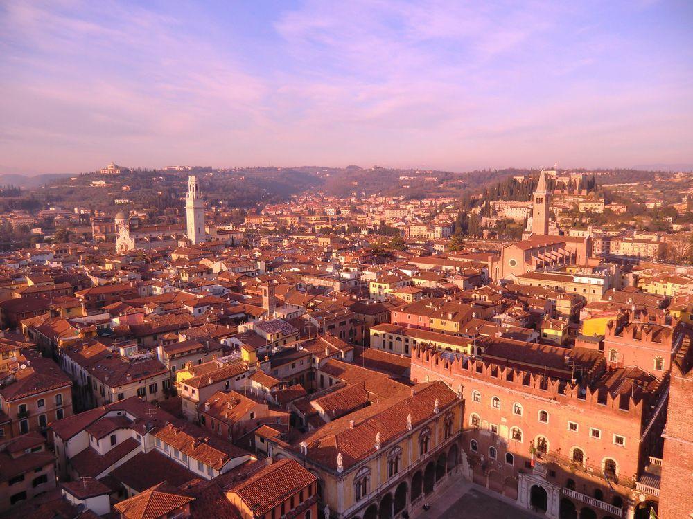 イタリア・ヴェローナの美しい町並みと恋のパワースポット!