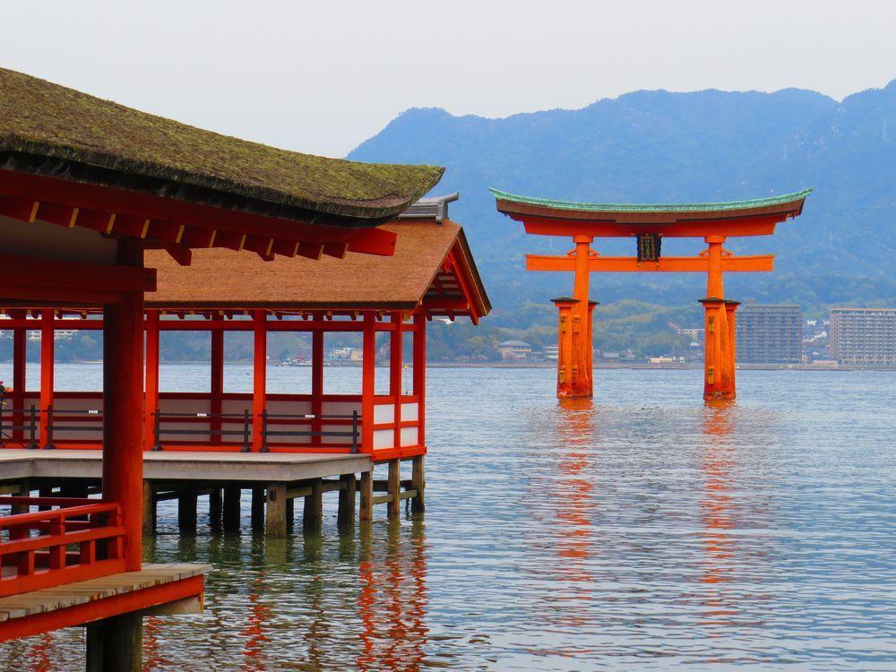 世界遺産・厳島神社で干潮時のみのスポット!神秘「鏡の池」
