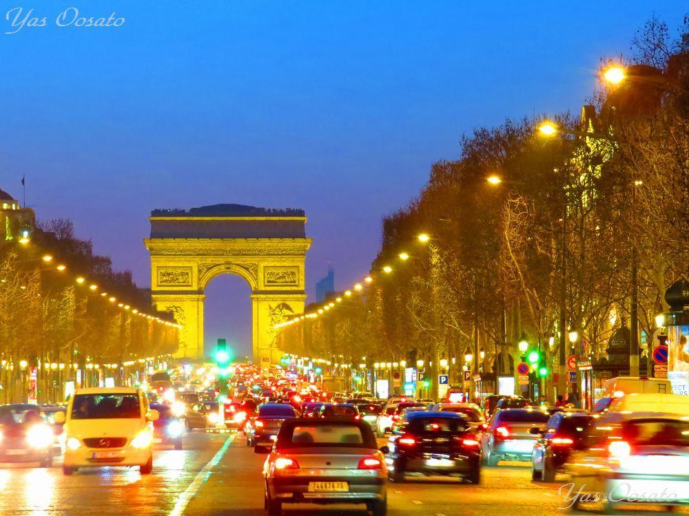 パリで散策!凱旋門とシャンゼリゼ通りの煌めく光