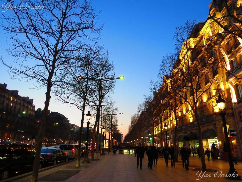 夕暮れからのシャンゼリゼ通り