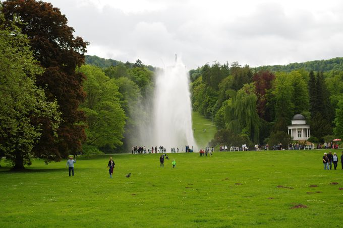 フィナーレは52mの高さの大噴水