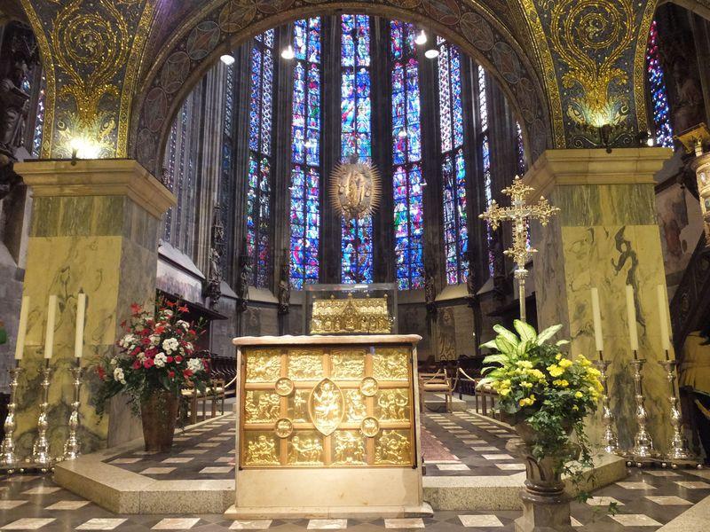 言葉に出来ない美しさ!ドイツ初の世界遺産「アーヘン大聖堂」