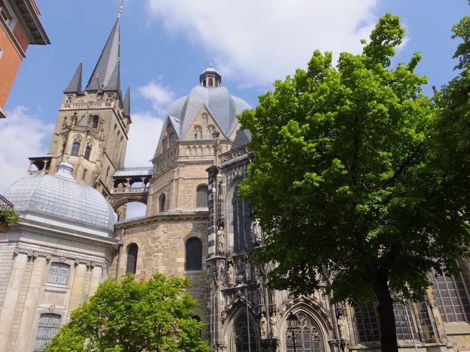 歴史ある古都に建てられた「皇帝の大聖堂」