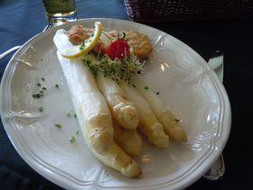 春のドイツで絶対食べたい!!「シュパーゲル(白アスパラガス)」は4月から6月の2か月限定!