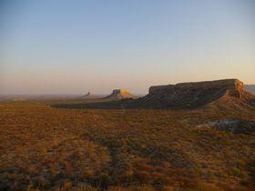 ナミビア「フィンガークリップ ロッジ」 自然が生んだ奇岩とテーブルマウンテンの美しさを堪能しよう!