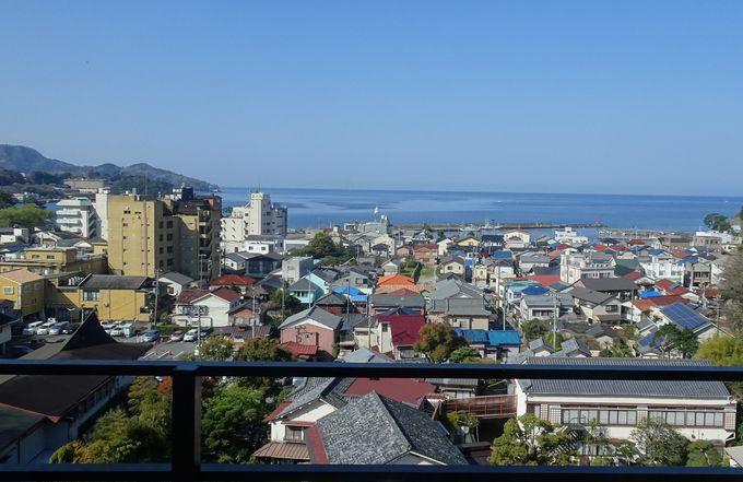高台にある6階建ての詩季亭は眺望抜群