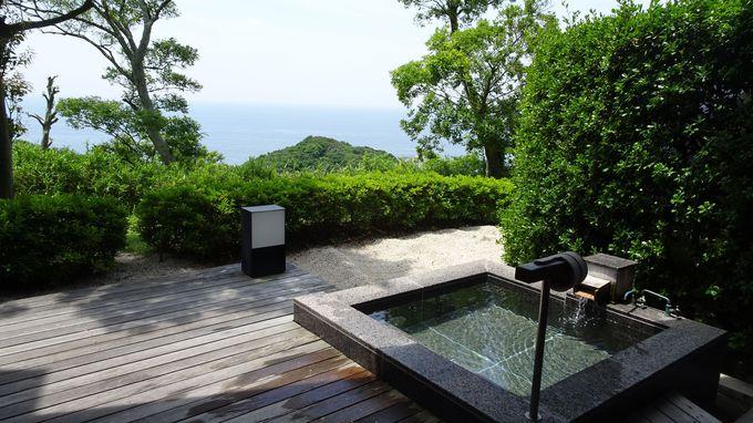 全ての部屋のテラスには贅沢な温泉の露天風呂が