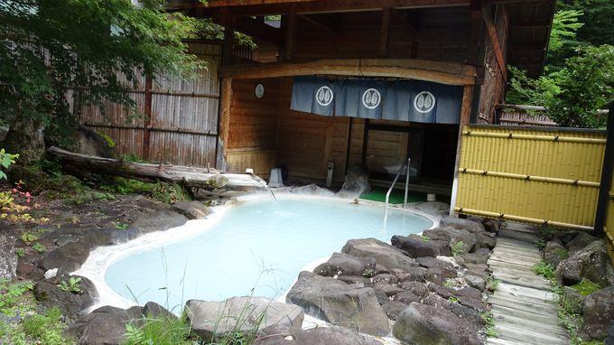 野天風呂「鬼が城」は湯治場を再現した混合泉