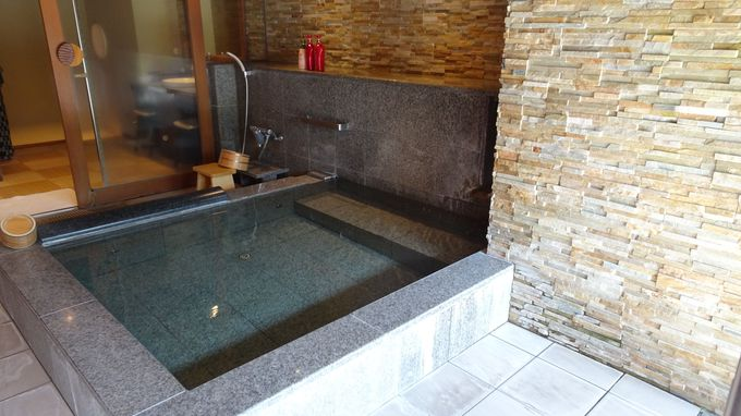 貸切風呂は肌に優しい箱根の天然水