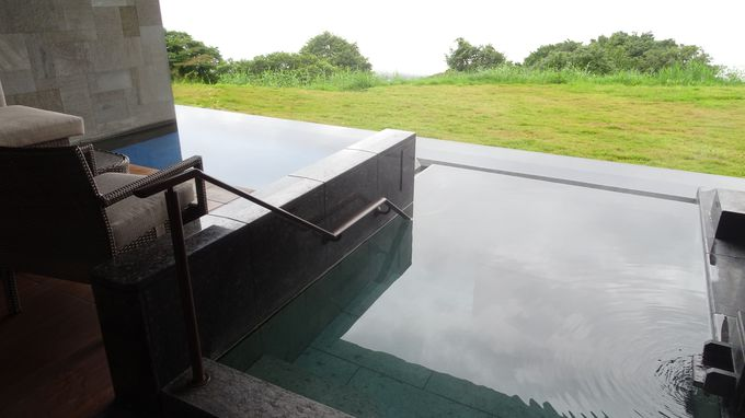 「PREMIUM棟」P3の露天風呂はこの上ないリラックス気分