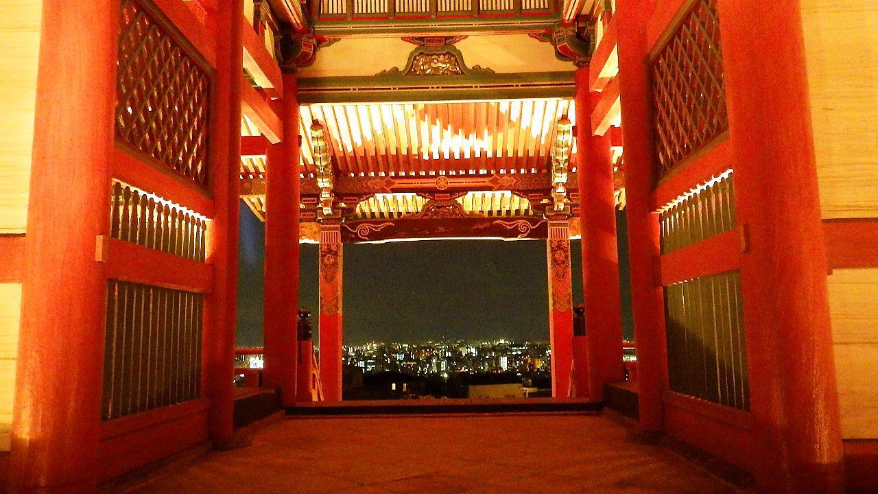 絶景!夜の紅葉が映える清水寺のライトアップ