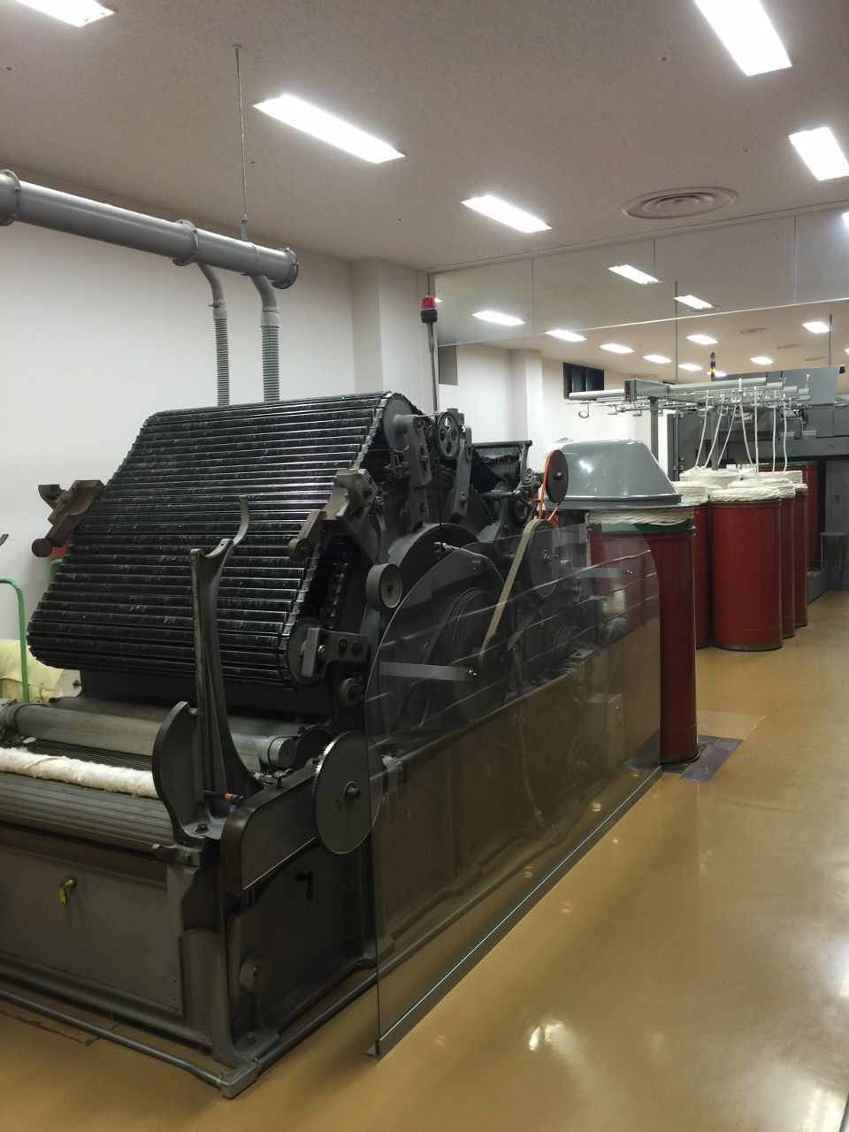 タオルを織り上げる最新技術の工場を見てみよう!