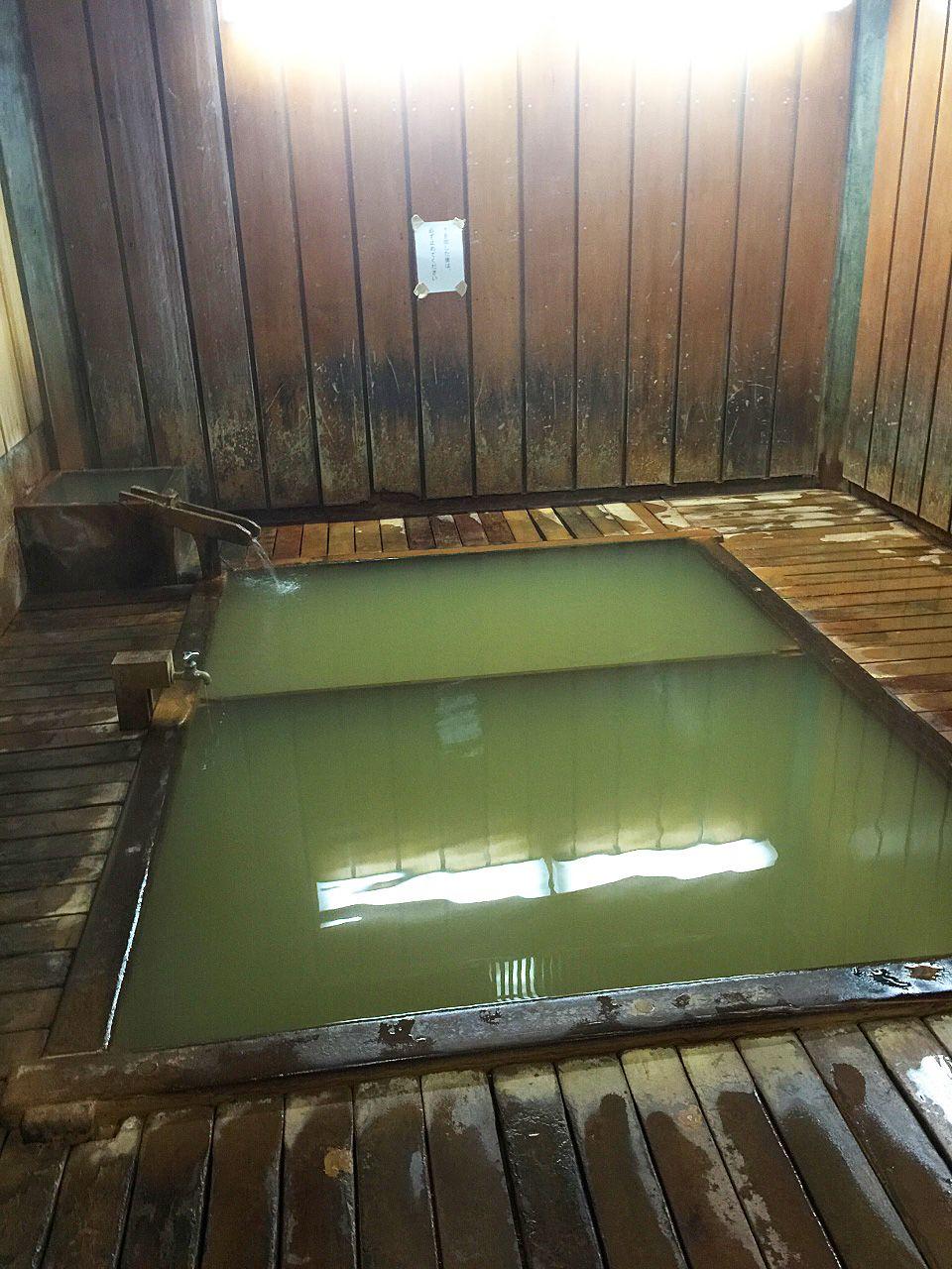 人も猿も温泉大好き!源泉掛け流しの渋温泉を愉しむ